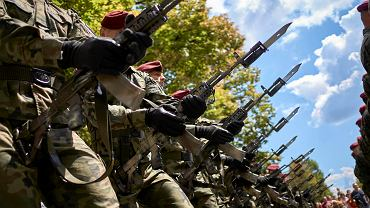 Uroczystosc z okazji Święta Wojska Polskiego. Zdjęcie ilustracyjne