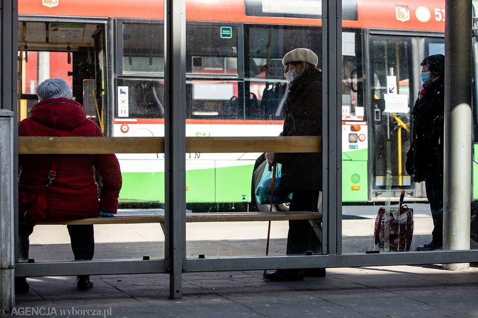 Zdjęcie numer 2 w galerii - Transport nad przepaścią. Tylko szybkie działania uratują resztkę połączeń poza miastami