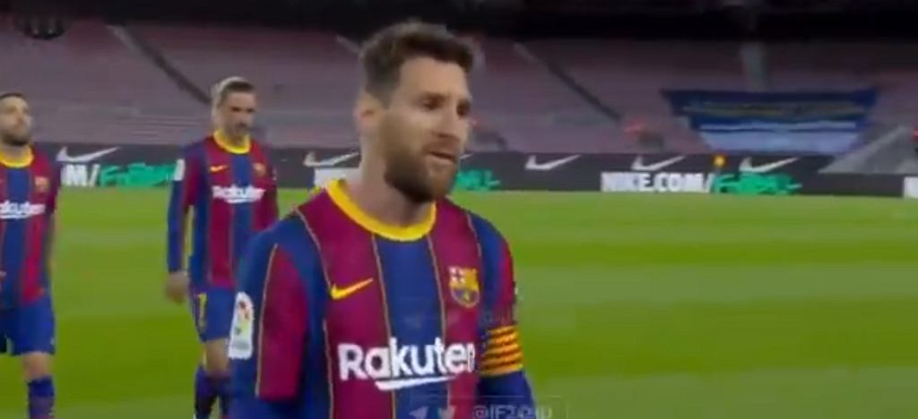 Lionel Messi w przerwie meczu