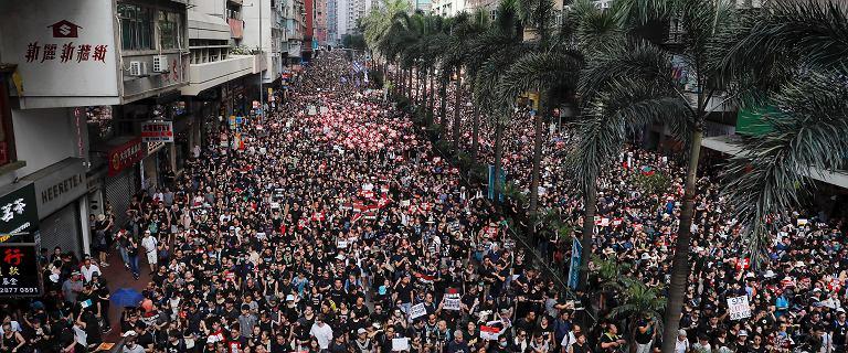 Przeprosiny władz nie pomogły. Dwa miliony ludzi znów na ulicach Hongkongu