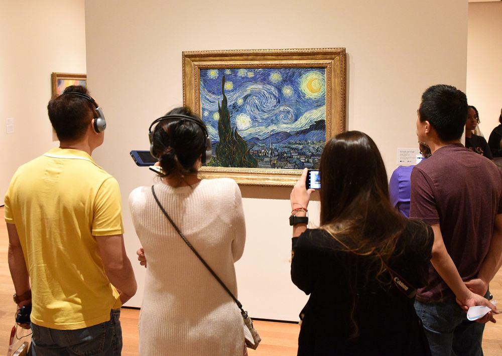 ''Gwiaździsta noc'' Vincent van Gogh. Museum of Modern Art in New York City. Zdjęcie ilustracyjne