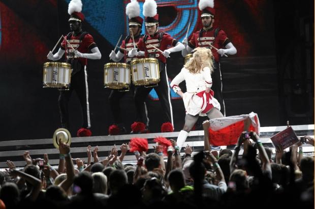01.08.2012 WARSZAWA . MADONNA PODCZAS SHOW NA STADIONIE NARODOWYM .  FOT. STEFAN ROMANIK / AGENCJA GAZETA