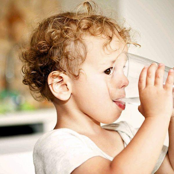Zamiast gotowych soków - woda.