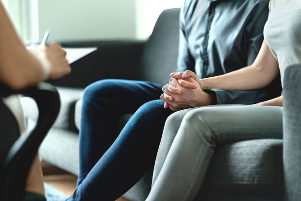 Seksuolog - gdy pojawiają się problemy w życiu intymnym. Kiedy wybrać lekarza, a kiedy innego terapeutę?