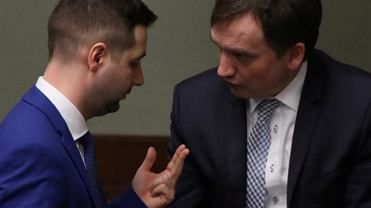 Wiceminister Patryk Jaki i minister Zbigniew Ziobro w Sejmie