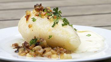 Kartacze powstają zazwyczaj z ciasta z mieszanki ziemniaków gotowanych i surowych