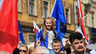 Rok 2016, KOD organizuje 19. urodziny konstytucji w całej Polsce. Na zdjęciu - Wrocław