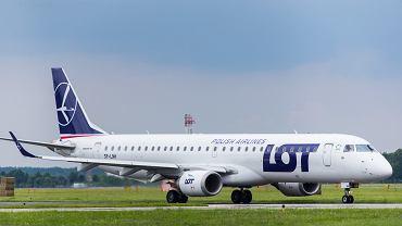 Dwukrotne lądowanie awaryjne samolotu PLL LOT. Maszyna zderzyła się z ptakami