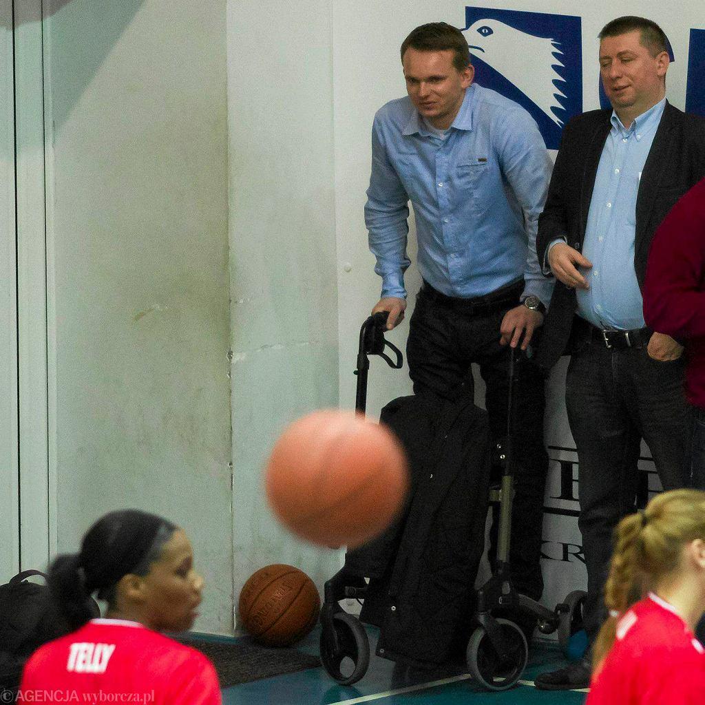 Krzysztof Cegielski na meczu koszykarek Artego Bydgoszcz z Wisłą Kraków
