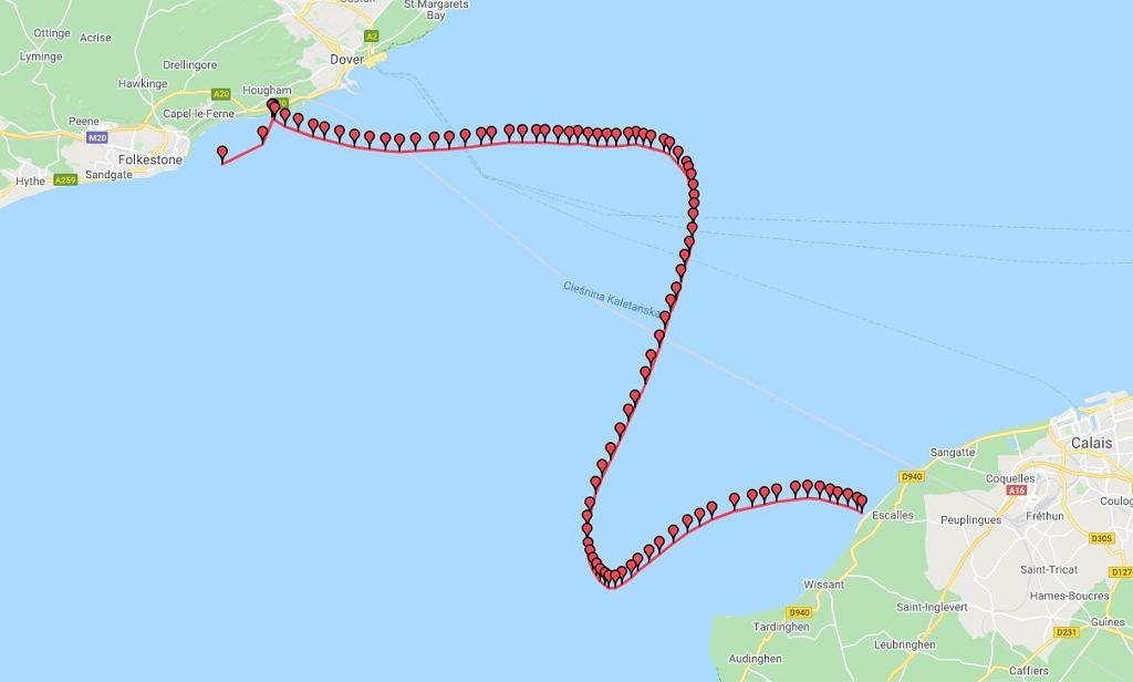 Piotr Biankowski przepłynął kanał La Manche. Pokonał trasę przypominającą literę 'S'
