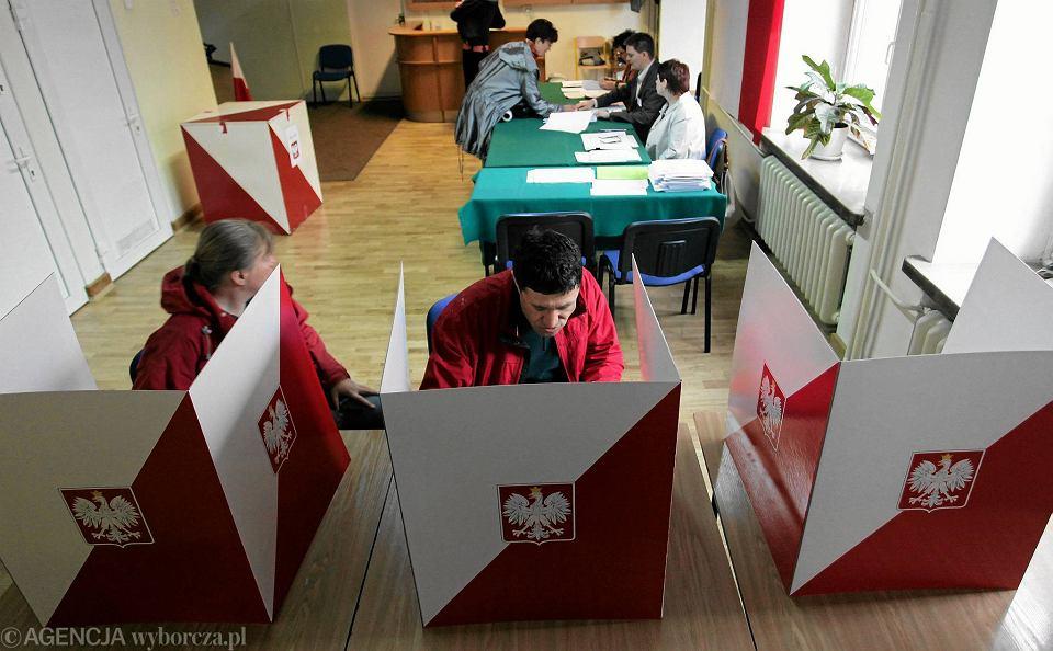 Ul. Świętokrzyska. Obwodowa Komisja Wyborcza nr 33