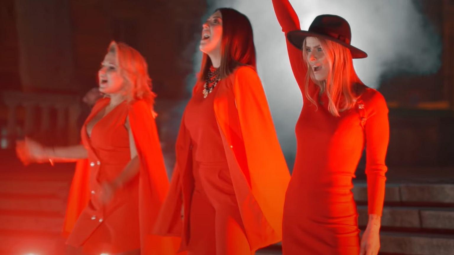 Gosia Andrzejewicz i Mandaryna nagrały cover Tatu dla Strajku Kobiet.