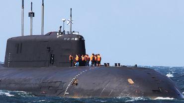 Rosyjski okręt podwodny dryfował bez napędu. Pomoc została odrzucona