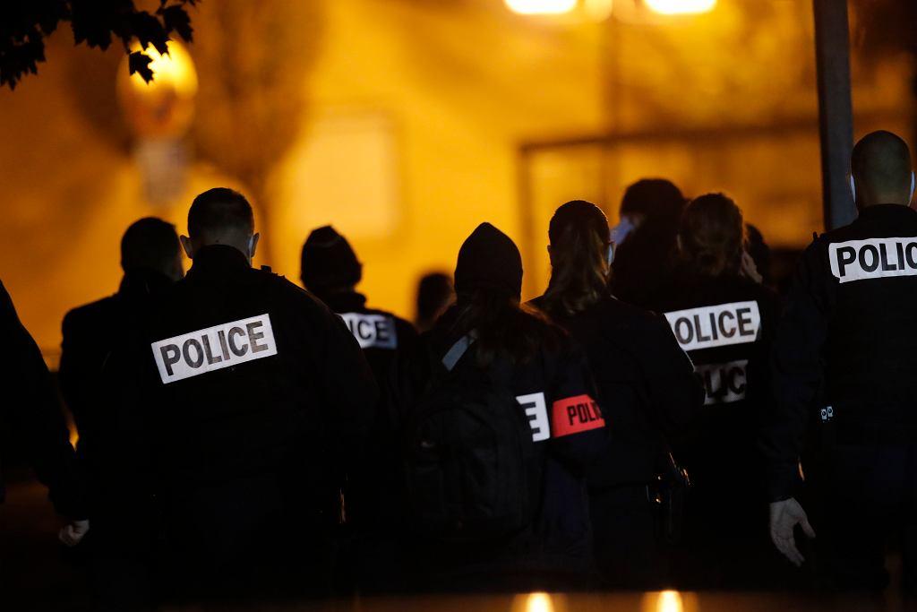 Atak terrorystyczny na przedmieściach Paryża