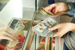 Jak bezpiecznie wymienić walutę przed podróżą? [PORADNIK]