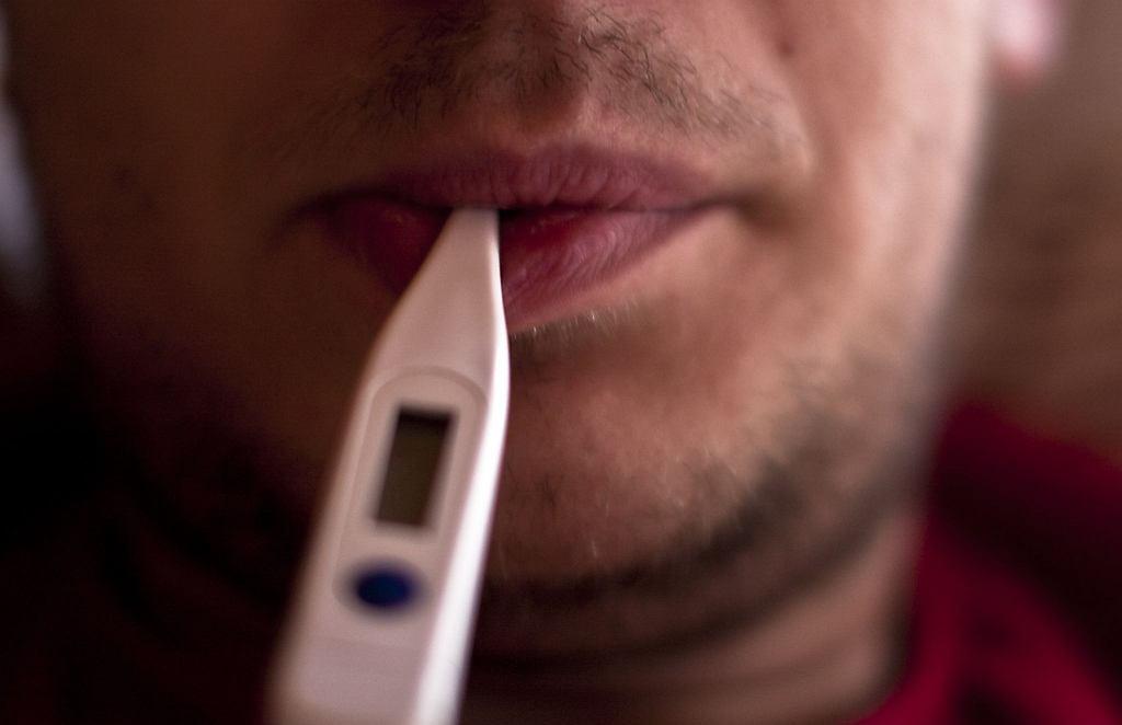 Rozlane zapalenie powięzi z eozynofilią, podobnie jak wiele innych chorób reumatycznych, często rozpoczyna się gorączką i osłabieniem
