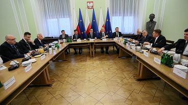 Spotkanie premiera, przedstawicieli rządu i klubów oraz kół poselskich w Sejmie