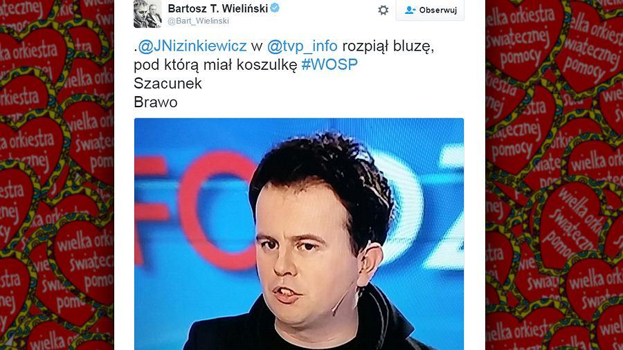 Jacek Nizinkiewicz na antenie TVP Info w koszulce WOŚP-u