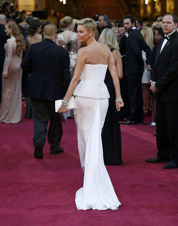 Actress Charlize Theron arrives at the 85th Academy Awards in Hollywood, California February 24, 2013    REUTERS/Adrees Latif  (UNITED STATES TAGS:ENTERTAINMENT) (OSCARS-ARRIVALS)