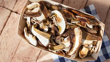 Suszone grzyby to prawdziwy przysmak. Możemy je dodawać do wielu potraw.