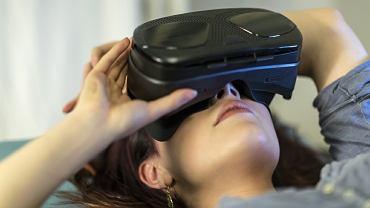 Zanurzenie się w wirtualnej rzeczywistości odciąga uwagę od przykrego szpitalnego otoczenia i zmniejsza niepokój
