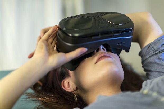 Wirtualna rzeczywistości łagodzi ból. Szpitale testują gogle