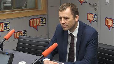 Mikołaj Wild w Studiu Radia TOK FM.
