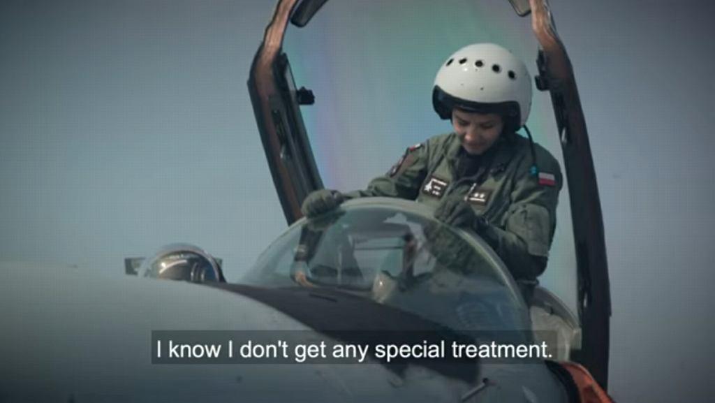 NATO chwali się polską pilotką, Katarzyną Tomiak-Siemieniewicz
