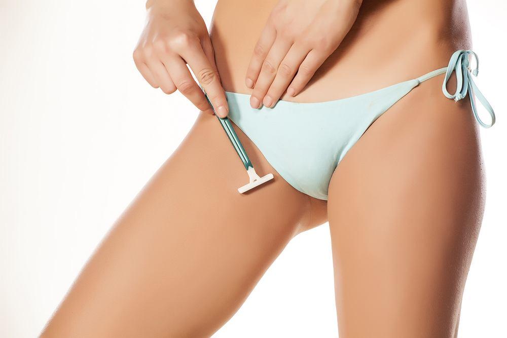 Zapalenie mieszków włosowych może być wynikiem depilacji lub golenia skóry.