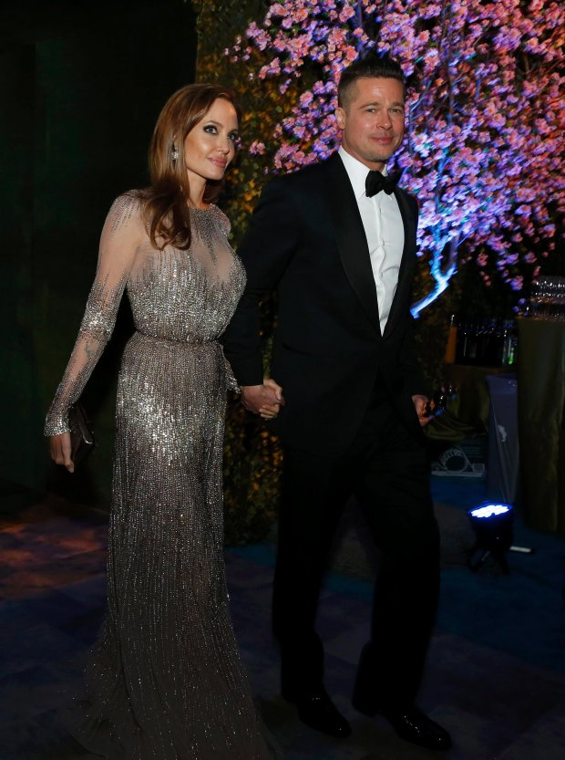 Actors Brad Pitt and Angelina Jolie attend the Governors Ball after the 86th Academy Awards in Hollywood, California March 2, 2014.  REUTERS/Adrees Latif (UNITED STATES  - Tags: ENTERTAINMENT)   (OSCARS-PARTIES)