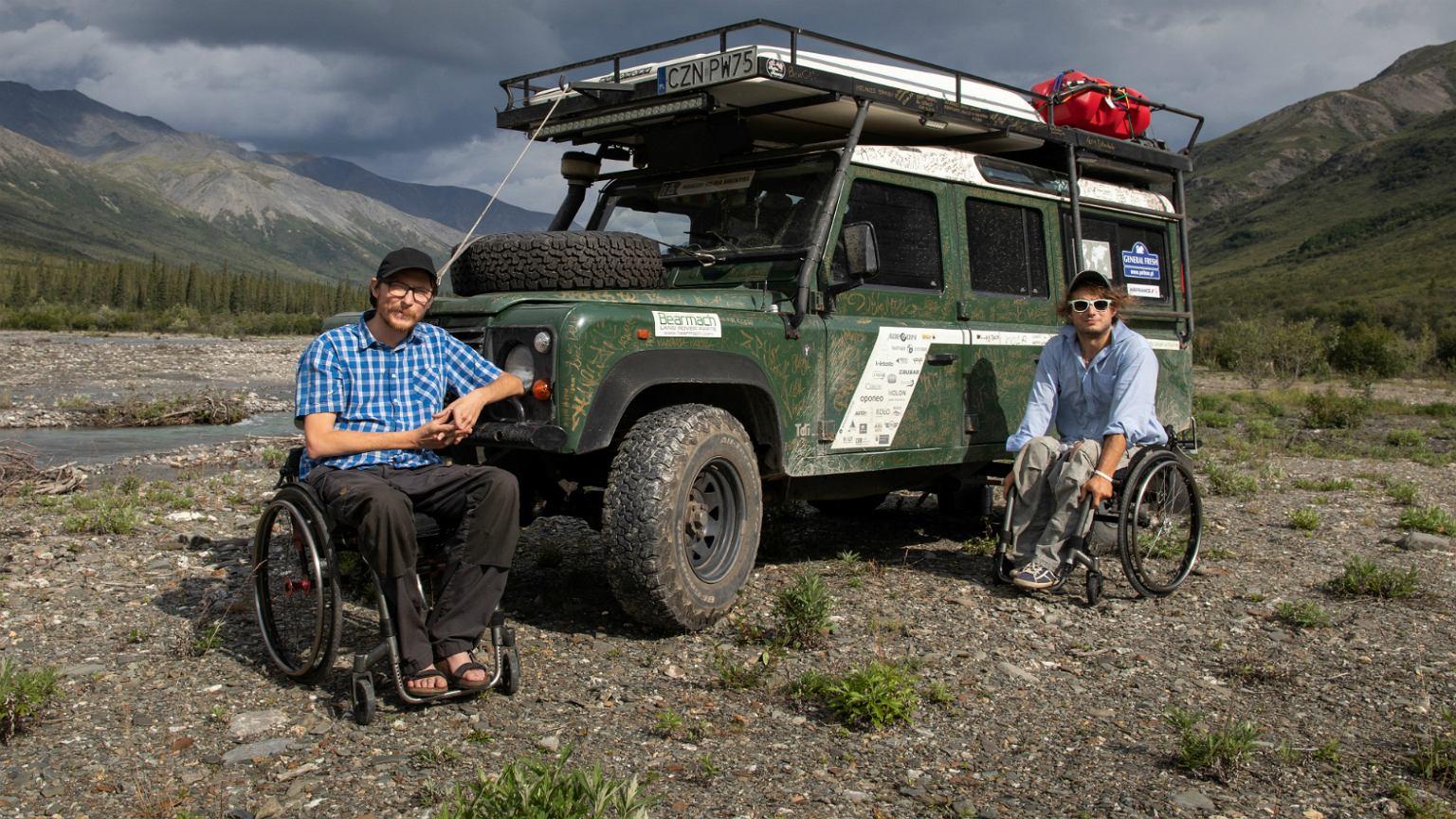 Michał i Maciej jako pierwsi podróżnicy na wózkach inwalidzkich samodzielnie przejechali terenowym samochodem dwie Ameryki
