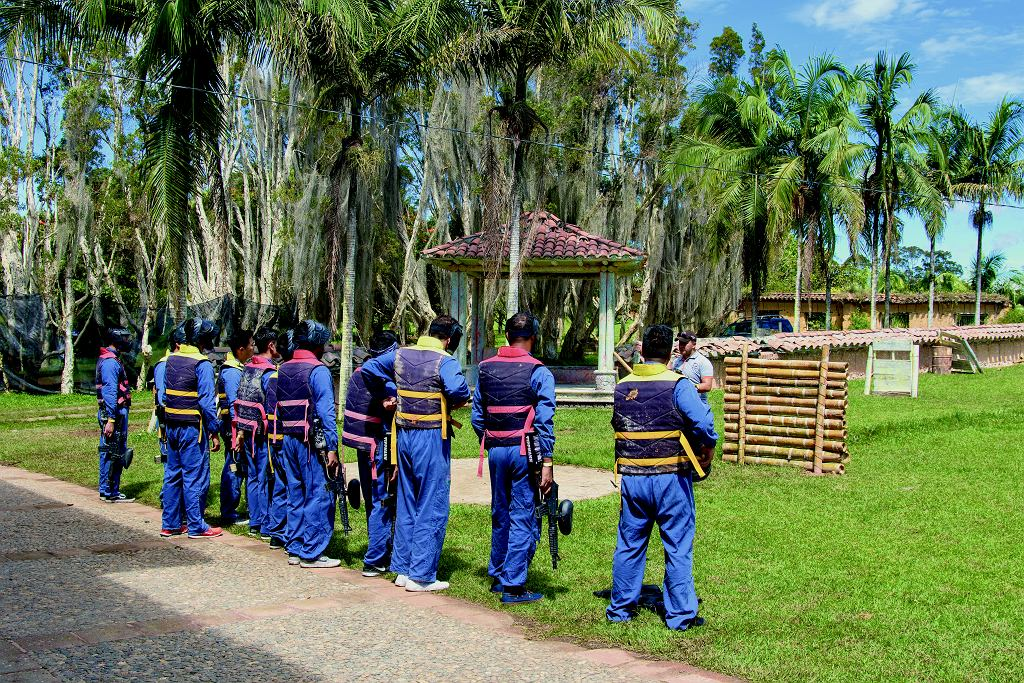 Dziś na terenie Hacienda Manuela organizowane są zawody paintballowe.