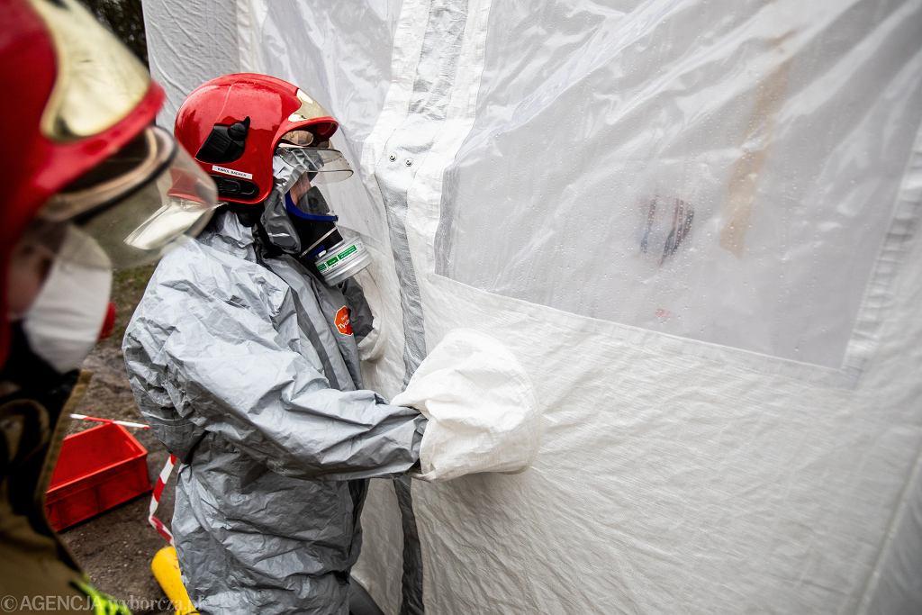 Ćwiczenia straży pożarnej w związku z koronawirusem.
