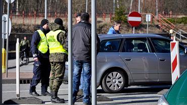 Koronawirus na Dolnym Śląsku. Przejście graniczne w Kudowie-Zdroju, kontrola na granicy