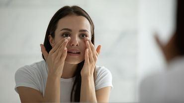 Ten krem pod oczy nie tylko pielęgnuje, lecz także zakrywa zasinienia. Teraz jest na promocji