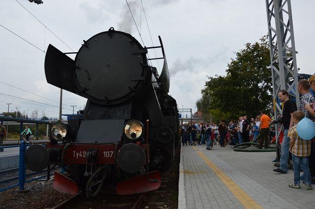 Zdjęcie numer 0 w galerii - Zabytkowy pociąg przyjechał do Żywca piękną trasą [ZDJĘCIA]