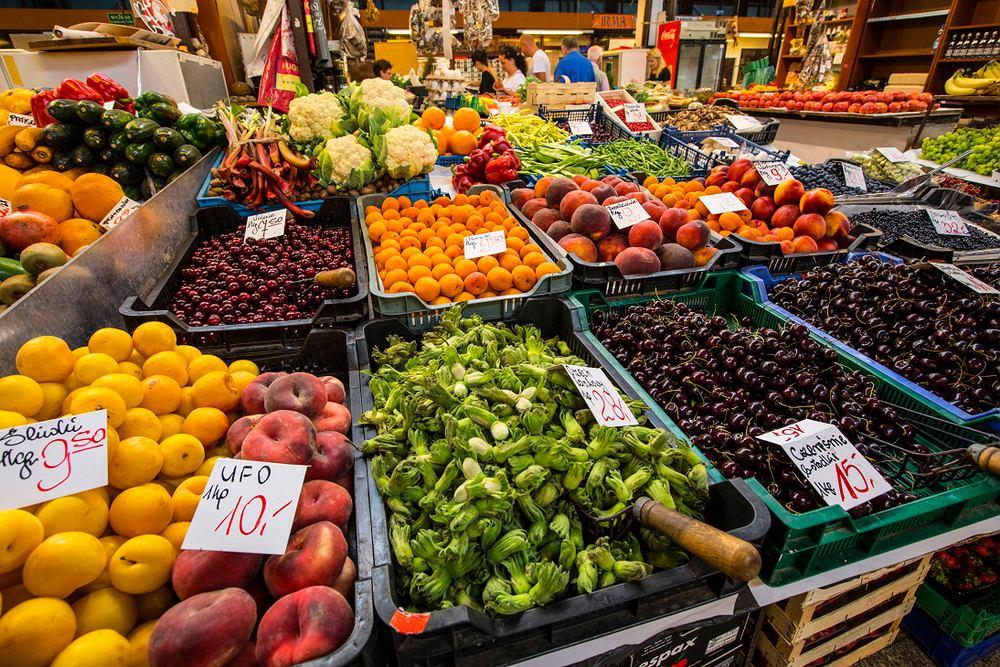 Musimy pamiętać, że owoce i warzywa po zbiorze jeszcze żyją i zachodzą w nich procesy życiowe, takie jak transpiracja, oddychanie, dojrzewanie i inne.