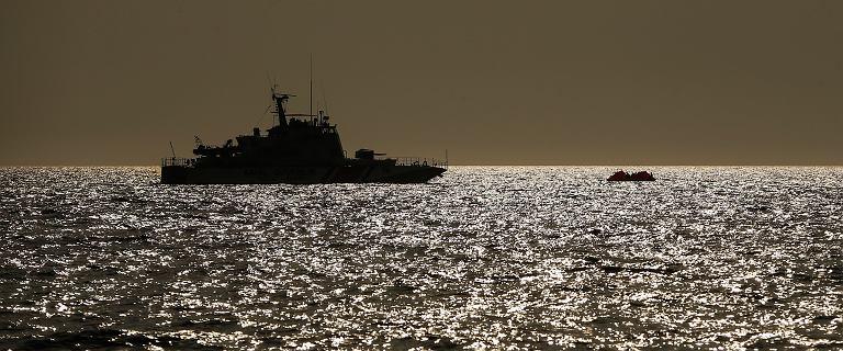 """""""Jak masowy grób na Atlantyku"""". Troje ocalałych w łodzi migrantów"""