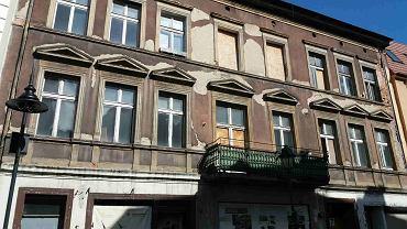 Zrujnowana kamienica przy ul. Długiej 7, z oficynami tuż nad Młynówką, ma nowego właściciela. Wkrótce ma zostać wyremontowana