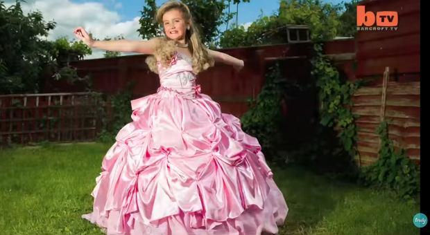 9-letnia Barbie jest małą miss. Uwielbia podkład, bronzer, rzęsy i doczepiane włosy: Czuję presję, by wygrywać