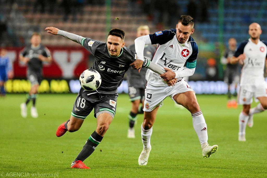 Puchar Polski. Wisła Kraków - Lechia Gdańsk 1:1, karne 4:5. Z lewej Jakub Arak