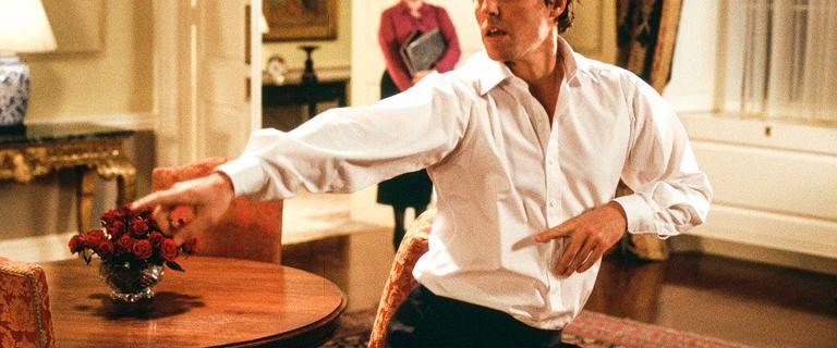 """""""To właśnie miłość"""". Hugh Grant: Ta scena z tańcem była po prostu tragiczna"""