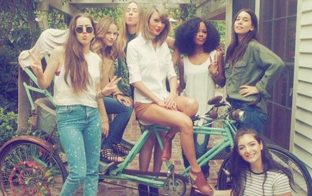 Taylor Swift z przyjaciółkami