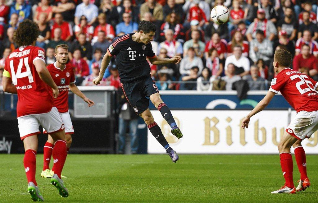 Robert Lewandowski w meczu z Mainz