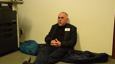Janusz Sanocki rozpoczął głodówkę w siedzbie Krajowego Biura Wyborczego w Opolu.