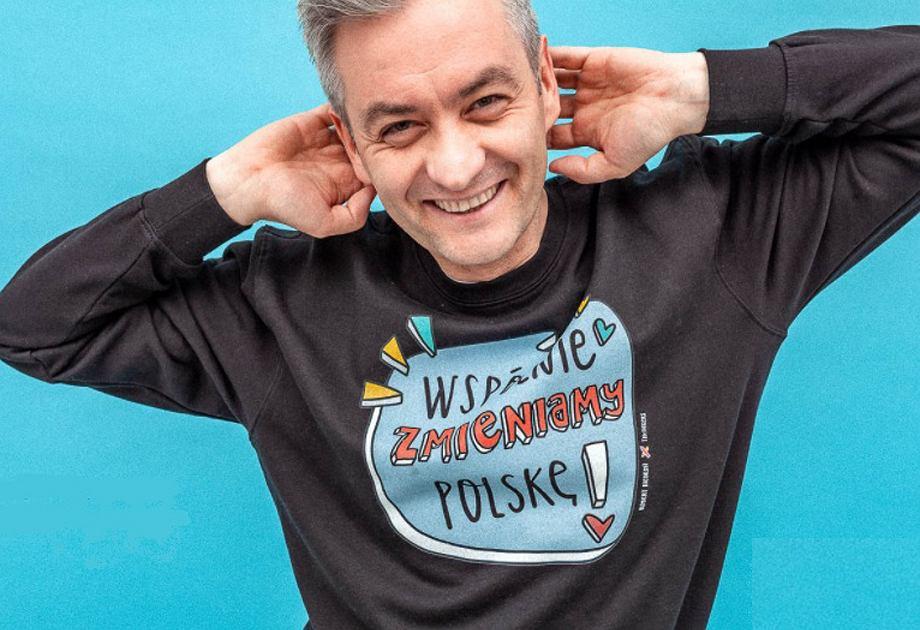 Robert Biedroń otworzył sklep. Kupisz w nim bluzy i akcesoria z graficznymi hasłami