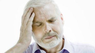 Klasterowy ból głowy charakteryzuje się bardzo silnym bólem w okolicy skroni