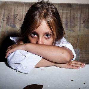 Dzieci z przemocowych rodzin to mali dorośli. Często bardziej odpowiedzialni, niż rodzice