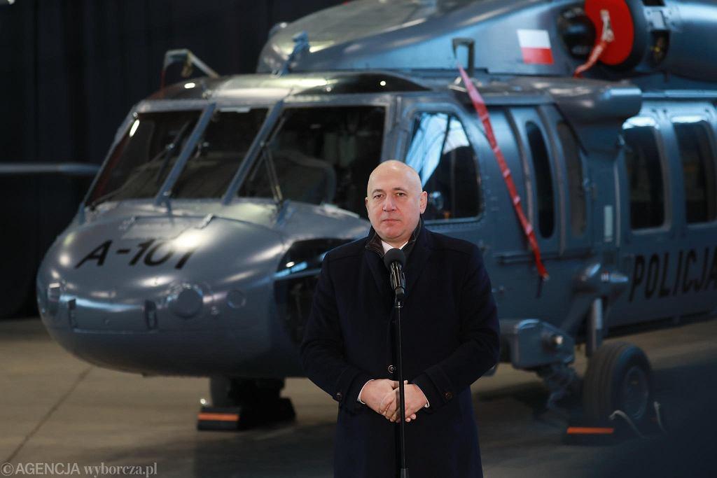 30.11.2018, Warszawa, minister spraw wewnętrznych i administracji Joachim Brudziński podczas uroczystości przekazania policji śmigłowców Black Hawk.