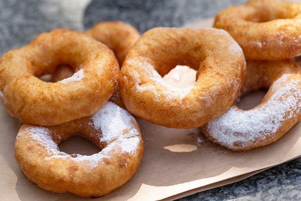 Oponki smażone i oponki z piekarnika - dwa proste przepisy na domowy przysmak